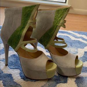 NWOT DEEFINED Green & Taupe Peeptoe Platform Heel
